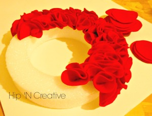 fun and easy wreath tutorial by hip n creative