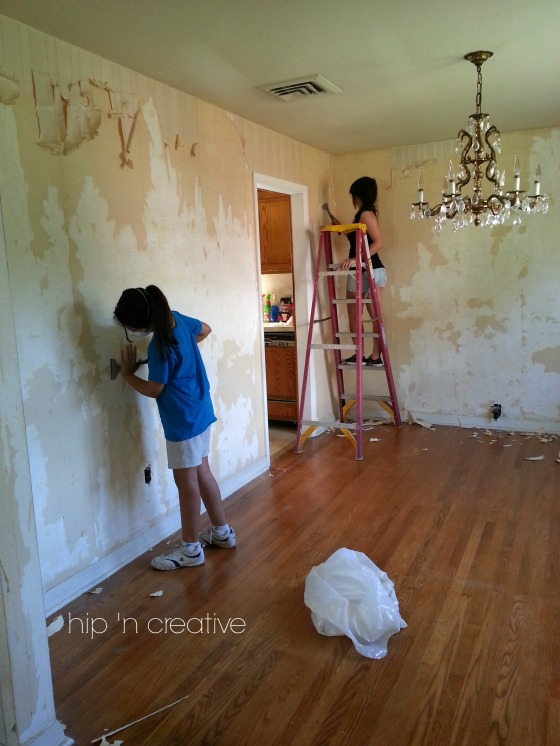 DIY wallpaper removal via Hip 'n Creative